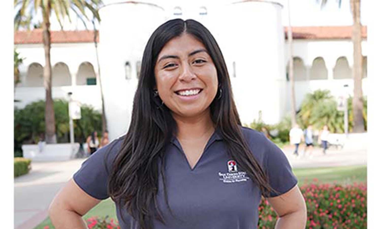 Photo of student Ariana Hernandez.